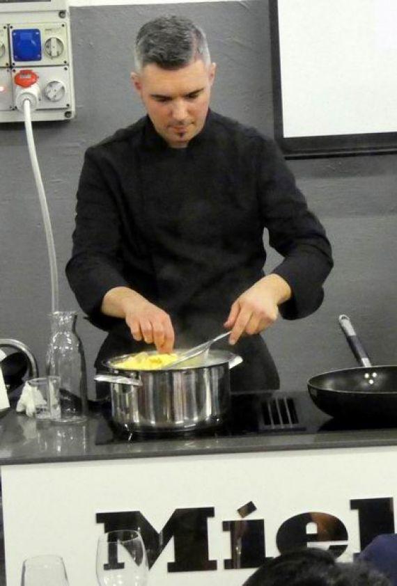 Lo chef Riccardo Facchini docente a otto in cucina