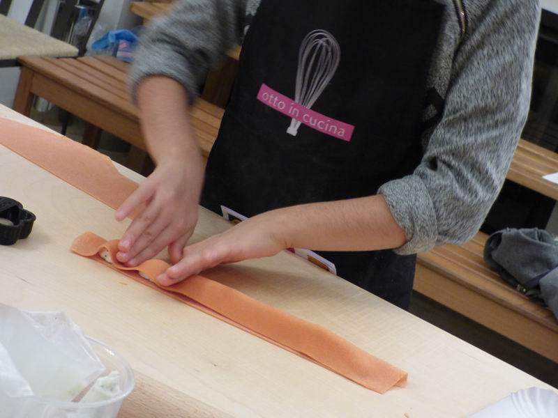 Corso cucina per bambini sulla sfoglia colorata