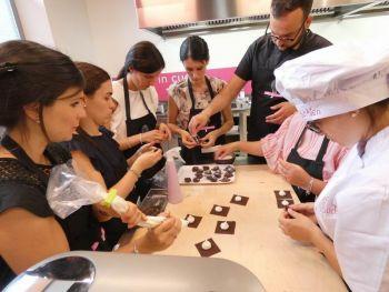 gallery/corsi_personalizzati/addio_al_nubilato/2019-06-14/Otto_in_cucina_-_Addio_al_Nubilato_-_2019-06-14-010.JPG