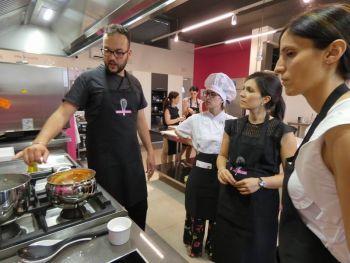 gallery/corsi_personalizzati/addio_al_nubilato/2019-06-14/Otto_in_cucina_-_Addio_al_Nubilato_-_2019-06-14-026.JPG
