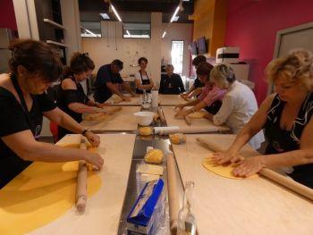 gallery/corsi_personalizzati/corsi_personalizzati/2019-06-28/Otto_in_cucina_-_Corso_specifico_su_richiesta_-_2019-06-28-030.JPG