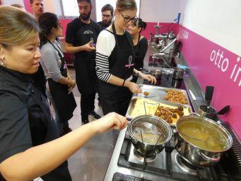 gallery/cucina_etnica/cucina_thailandese/2019-11-09/Otto_in_cucina_-_Cucina_Thai_-_2019-11-09-018.JPG