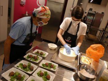 gallery/cucina_menu/altri_menu/finger_food/2021-05-25/Otto_in_cucina_-_Finger_Food_-_2021-05-25-011.JPG
