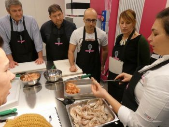 gallery/cucina_menu/pesce/pesce_in_3_lezioni/2019-02-06/Otto_in_cucina_-_Pesce_in_3_lezioni_-_2019-02-06-018.JPG