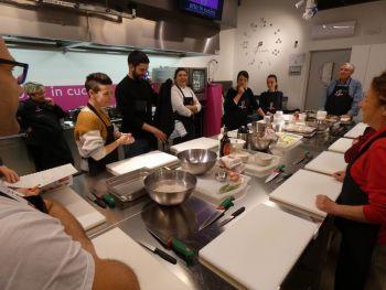 gallery/cucina_menu/pesce/pesce_in_3_lezioni/2019-02-06/Otto_in_cucina_-_Pesce_in_3_lezioni_-_2019-02-06-026.JPG