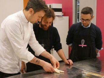 gallery/lievitati/corso_in_3_lezioni/2020-03-05/Otto_in_cucina_-_pane_pizza_lievitati_-_2020-03-05-016.JPG