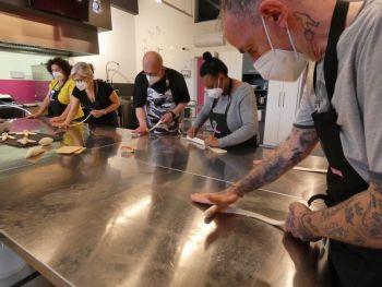 gallery/lievitati/corso_in_3_lezioni/2021-05-29/Otto_in_cucina_-_pane_pizza_lievitati_-_2021-05-29-012.JPG