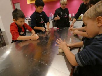 gallery/ragazzi-bambini/bambini/2019-01-05/Otto_in_cucina_-_Pane_e_Pizza_bambini_-_2019-01-05-003.JPG