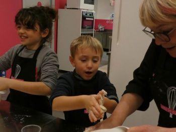 gallery/ragazzi-bambini/bambini/2019-01-05/Otto_in_cucina_-_Pane_e_Pizza_bambini_-_2019-01-05-005.JPG