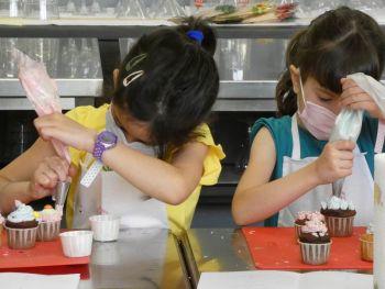 gallery/ragazzi-bambini/bambini/2021-05-22/Otto_in_cucina_-_CupCake_bambini_-_2021-05-22-001.JPG
