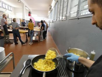 gallery/sfoglia&C/sfoglia_in_7_ore/2019-10-26/Otto_in_cucina_-_Sfoglia_e_tortellino_in_un_giorno_-_2019-10-26-009.JPG