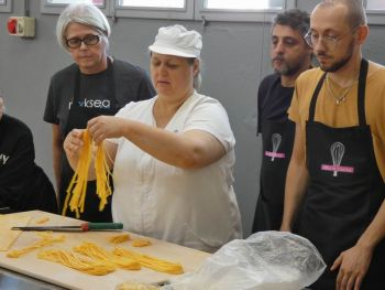 gallery/sfoglia&C/sfoglia_in_7_ore/2019-10-26/Otto_in_cucina_-_Sfoglia_e_tortellino_in_un_giorno_-_2019-10-26-010.JPG