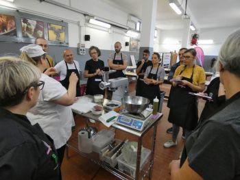 gallery/sfoglia&C/sfoglia_in_7_ore/2019-10-26/Otto_in_cucina_-_Sfoglia_e_tortellino_in_un_giorno_-_2019-10-26-019.JPG