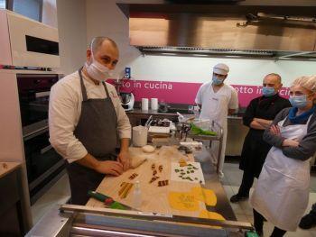 gallery/sfoglia&C/sfoglia_professionale/2021-02-01/Otto_in_cucina_-_Corso_sfoglia_professionale_-_2021-02-01-014.JPG